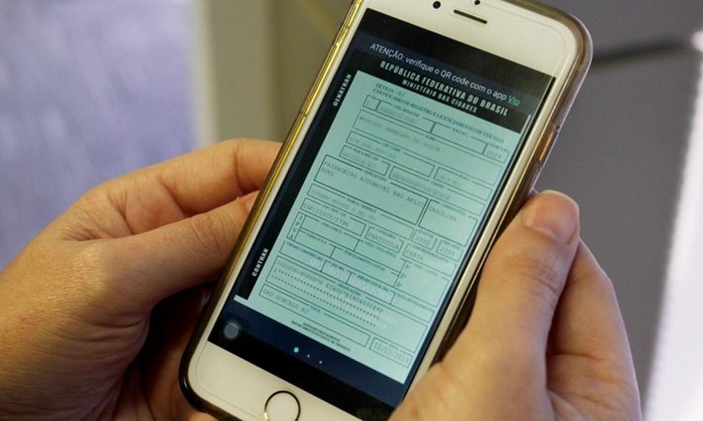 Imagem, celular com CRLV digital