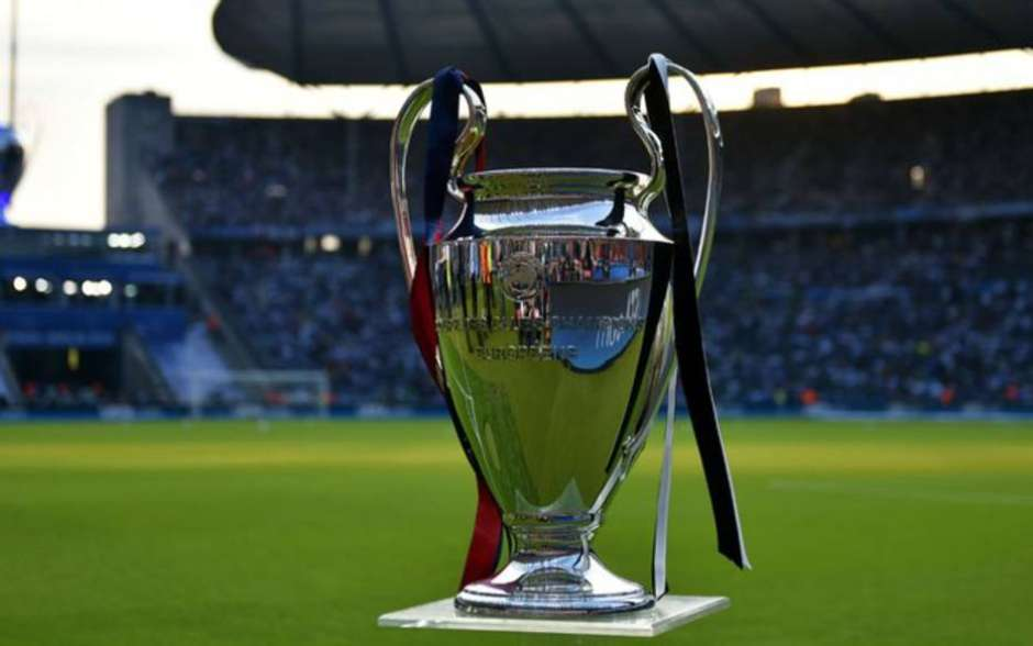 Taça da Liga dos Campeões em um estádio