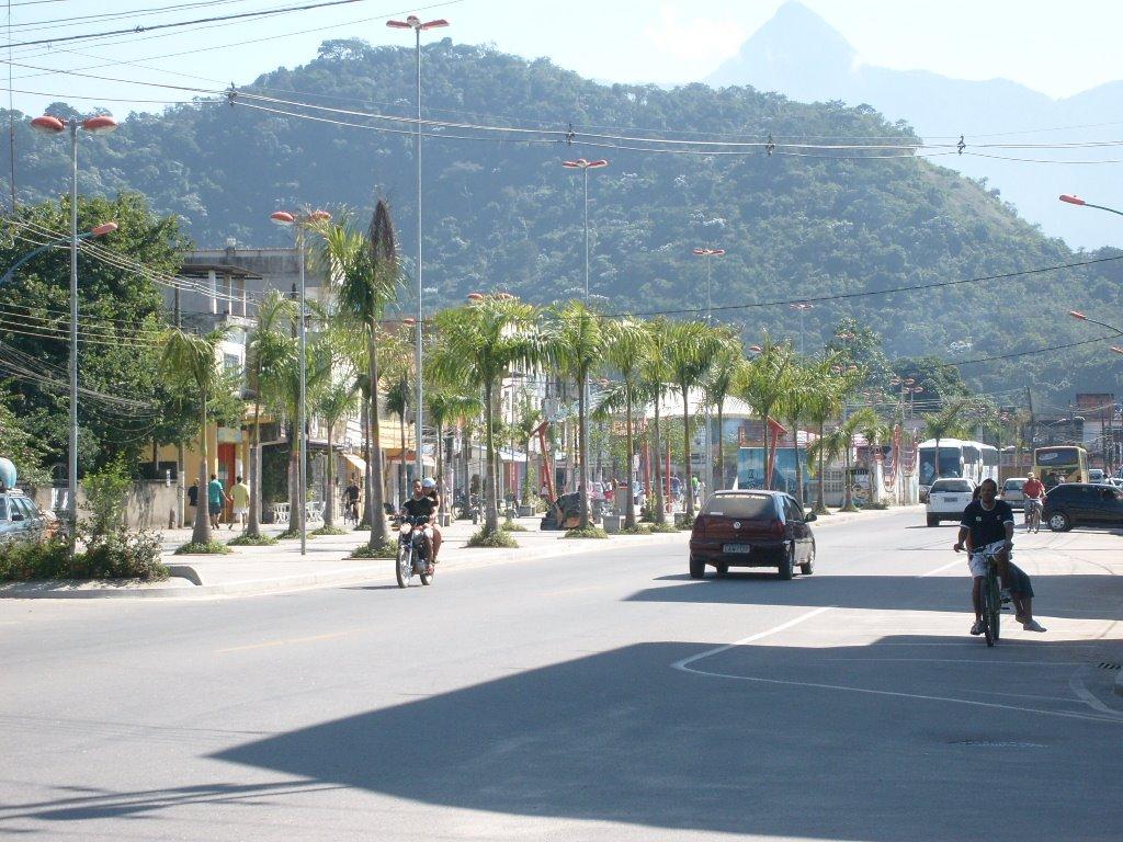 Rua de pouco movimento em Xerém, distrito de Duque de Caxias