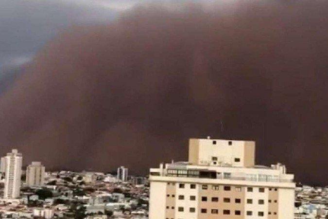 Nuvem de areia no interior de São Paulo