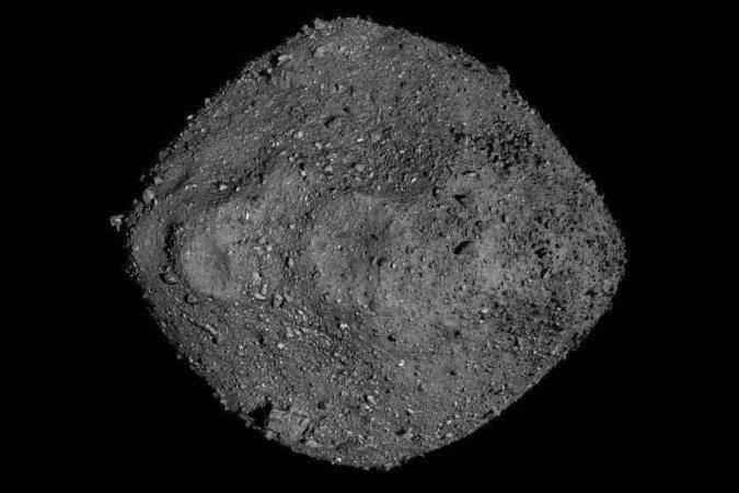Este mosaico de Bennu foi criado usando observações feitas pela espaçonave OSIRIS-REx da NASA, que estava próxima ao asteróide por mais de dois anos - (crédito: NASA / Goddard / University of Arizona)