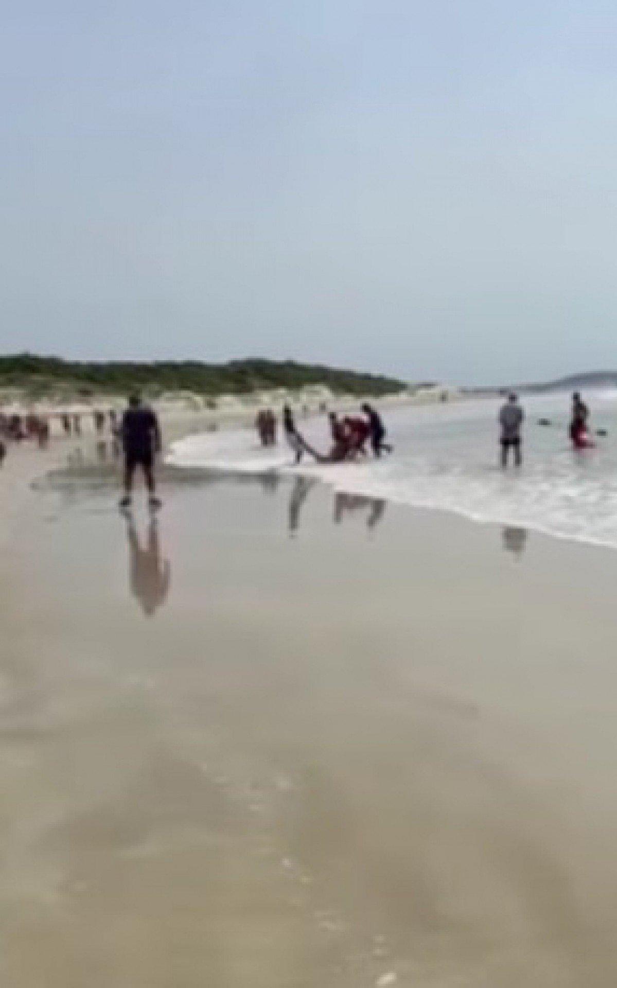 Vítimas chegaram a ser resgatadas com vida do mar, mas faleceram a caminho do hospital