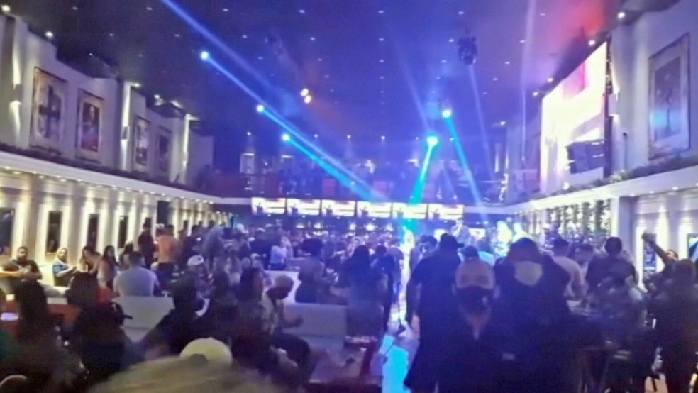 festa com aglomeração