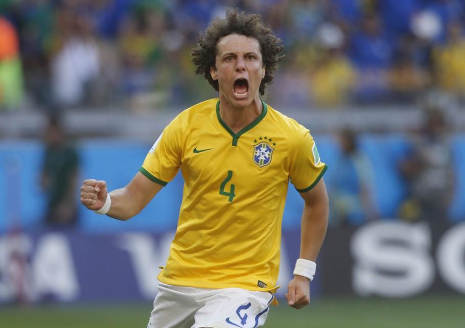 David Luiz com a camisa da seleção brasileira