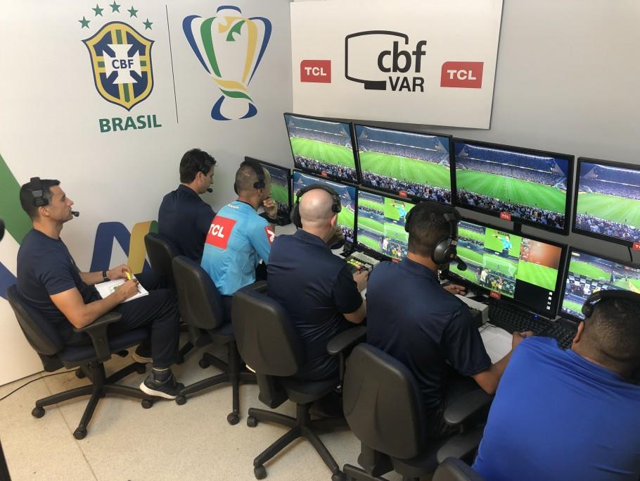 CBF estuda implantar VAR em jogos da Segunda, Terceira e Quarta Divisão do Campeonato Brasileiro