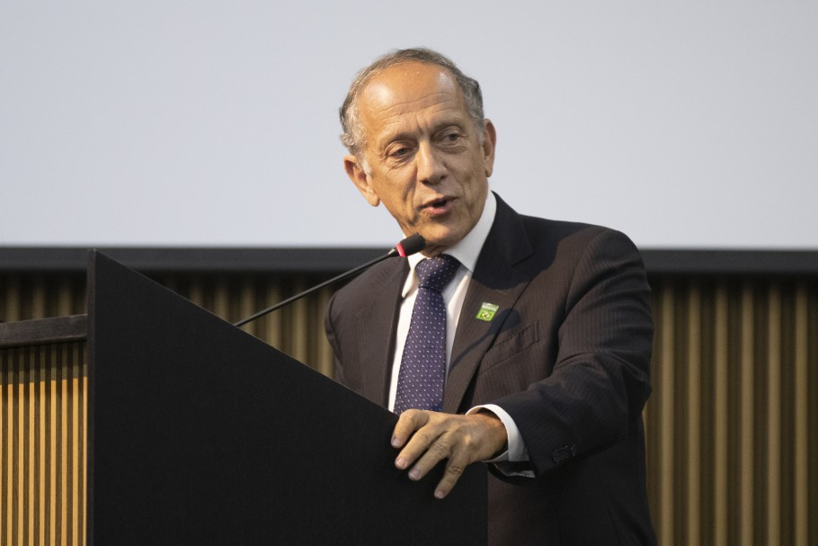 Secretário-geral da CBF, Walter Feldman durante discurso