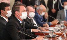 Sobe para 22 o número de infectados pela Covid-19 na comitiva de Bolsonaro