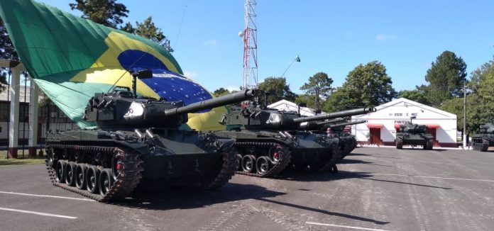 Tanques das Forças Armadas em Brasília