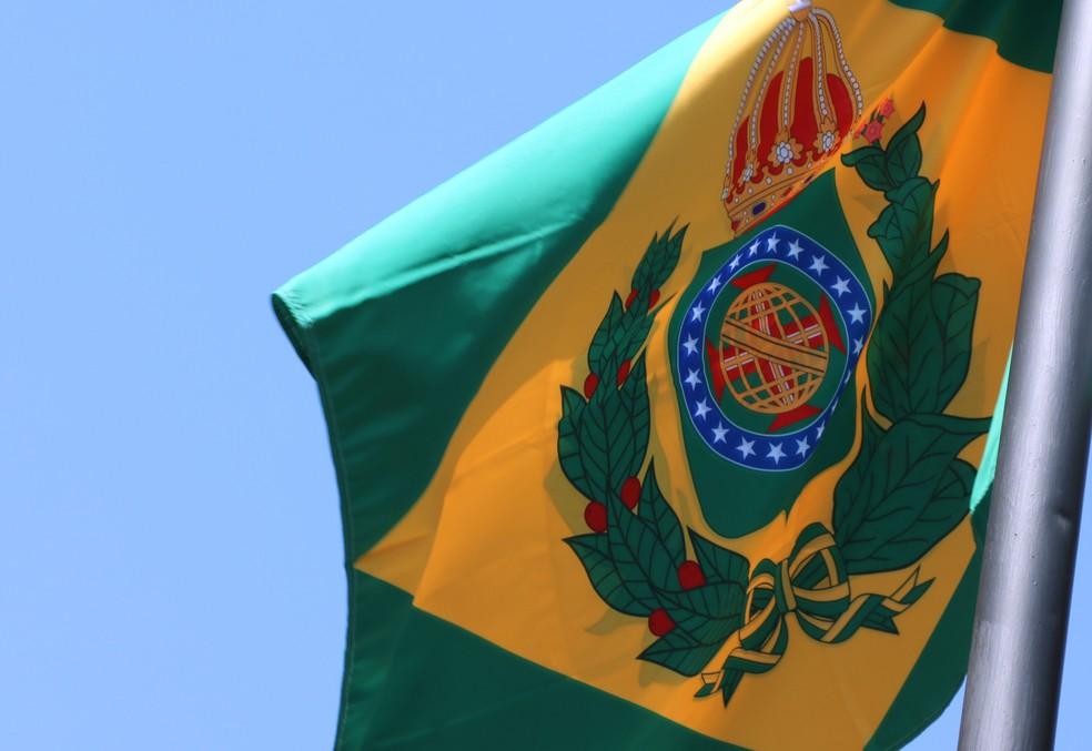 Bandeira do Brasil Império hasteada na sede do Tribunal de Justiça do Mato Grosso do Sul. — Foto: TJMS/Reprodução