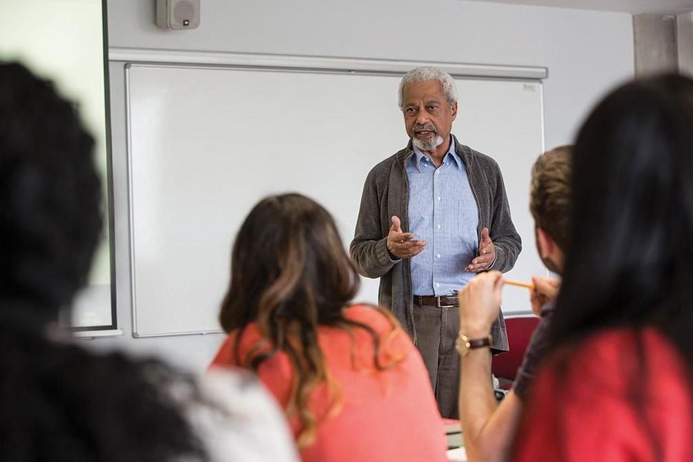 Abdulrazak Gurnah dando aulas na Universidade de Kent
