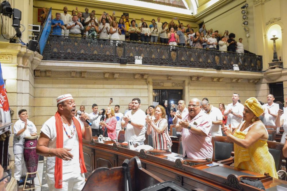 Imagem de várias pessoas no plenário da Câmara de Vereadores
