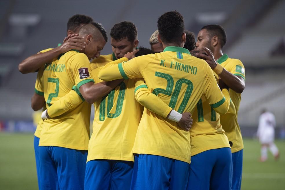 Jogadores comemoram gol pela Seleção Brasileira