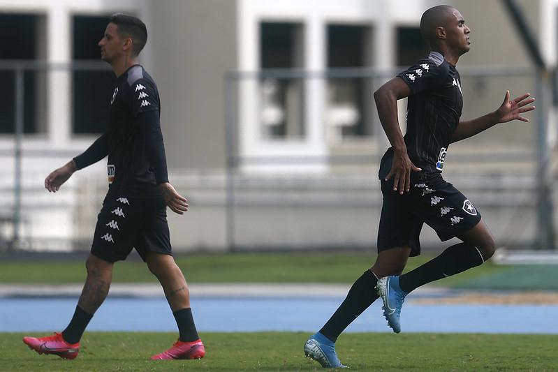 Vitor marinho treinando a parte física pelo Botafogo