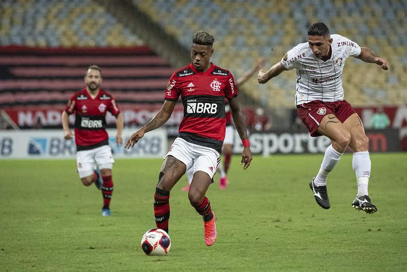 Bruno Henrique com a bola nos pés