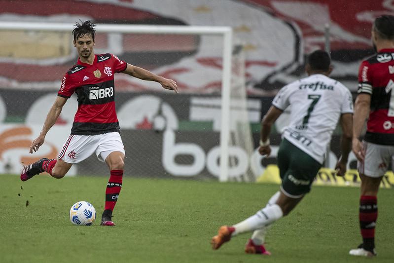Rodrigo Caio em ação pelo Flamengo