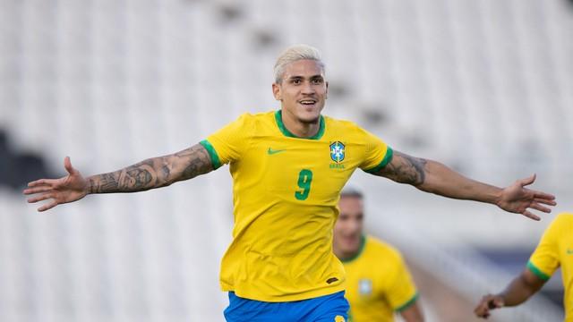 Pedro comemora gol contra a Sérvia pela Seleção Olímpica