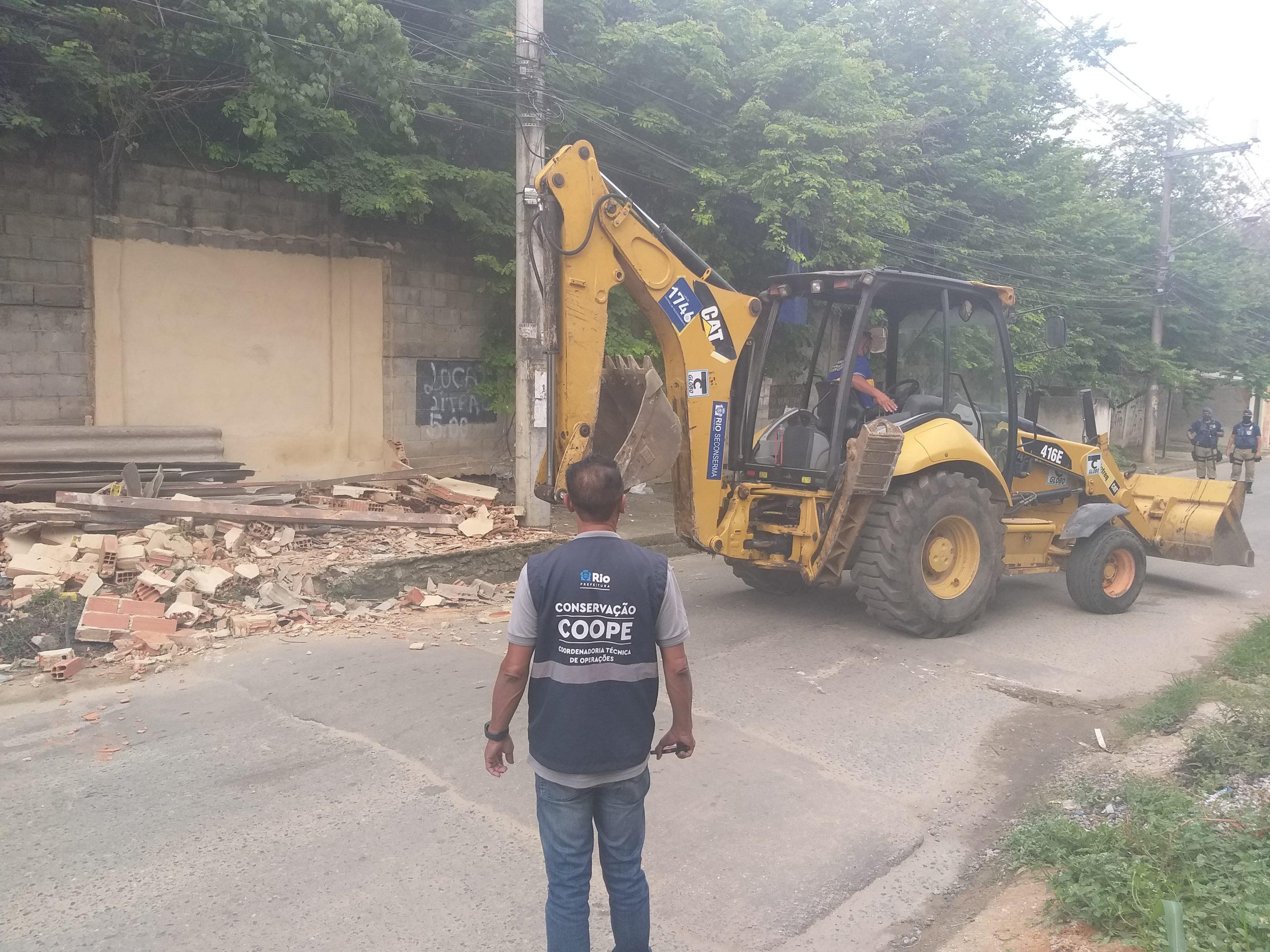Demolição de construção irregular em Campo Grande