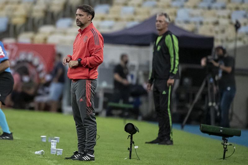 Maurício Souza acompanha ataque do Flamengo