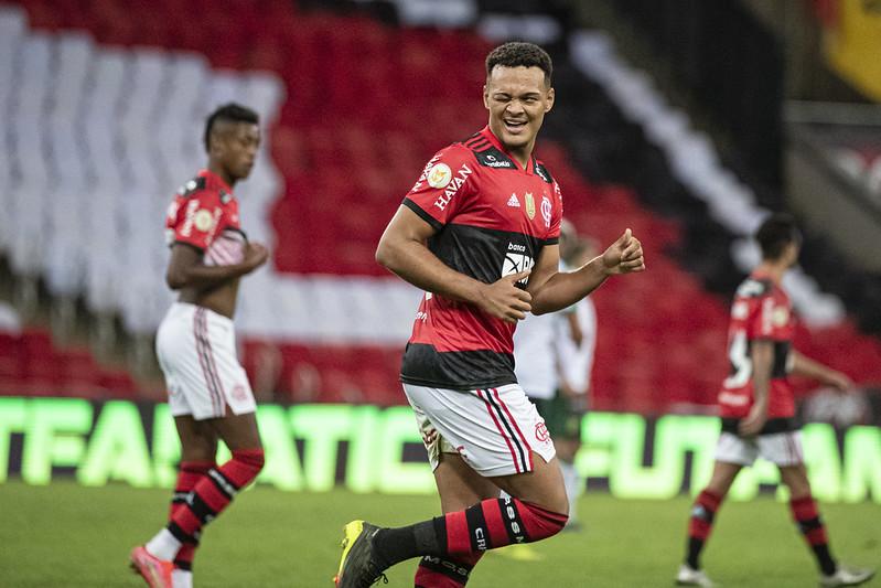 Rodrigo Muniz comemora gol pelo Flamengo