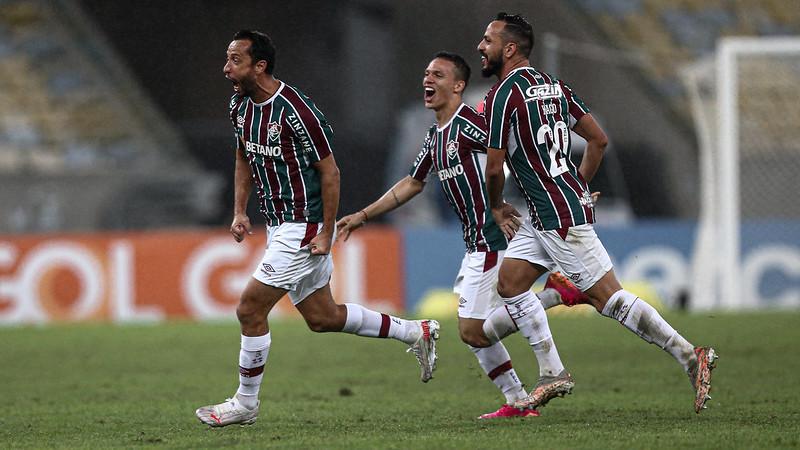 Nenê comemora gol sobre o Santos pela Série A