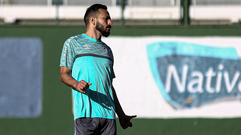 De camisa verde, Yago Felipe no treino do Fluminense