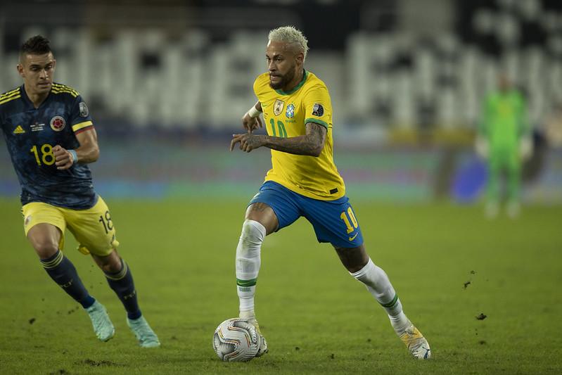 Neymar em ação pelo Brasil em jogo contra a Colômbia pela Copa América