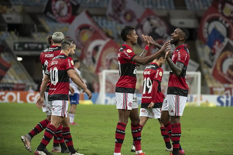 Bruno Henrique e Gerson comemorando gol do Flamengo