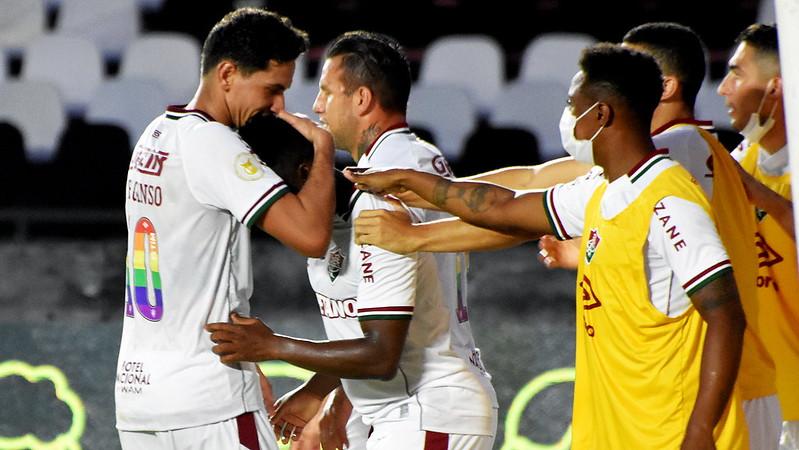 Cazares comemorando gol pelo Fluminense