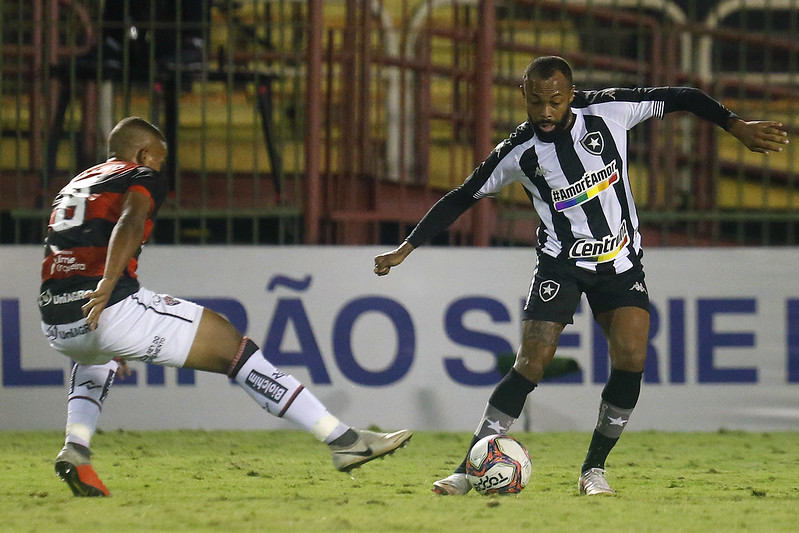Chay em ação pelo Botafogo durante a partida contra o Vitória pela Série B