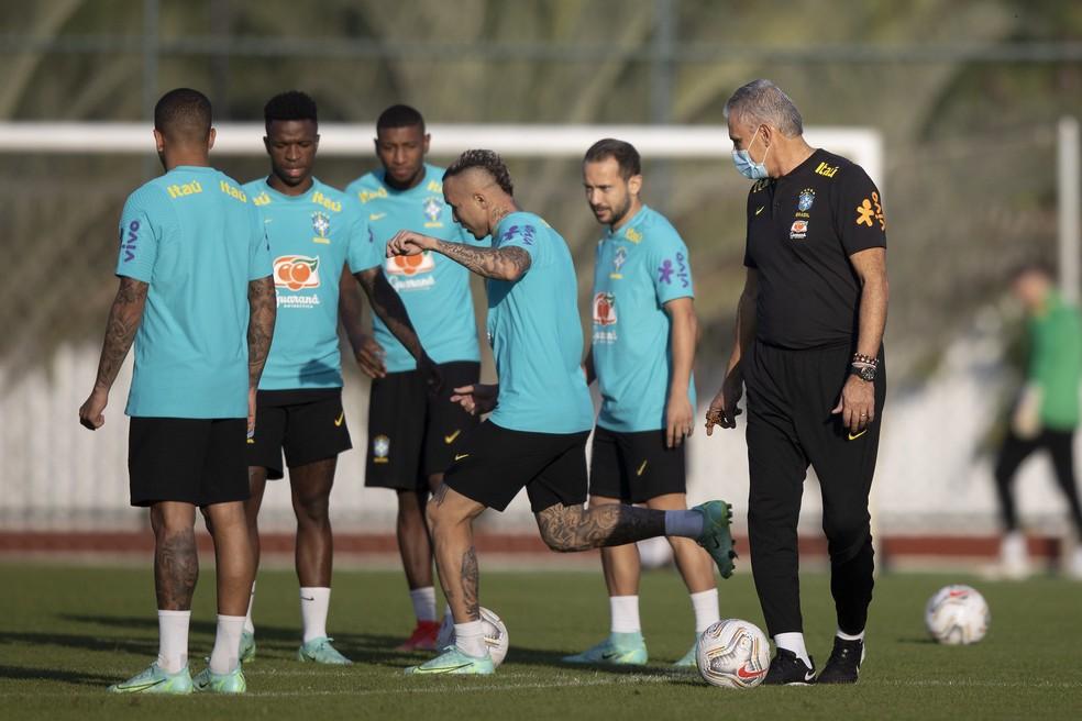 Tite comanda treino da Seleção Brasileira