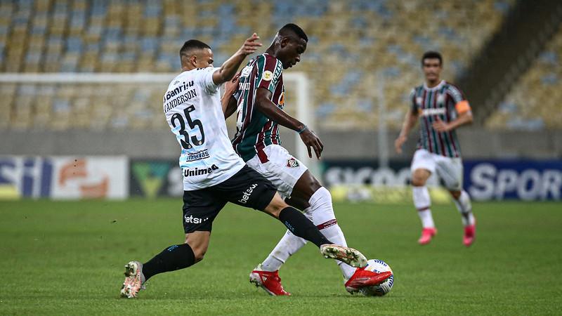 Luiz Henrique em ação pelo Fluminense no jogo contra o Grêmio pela Série A