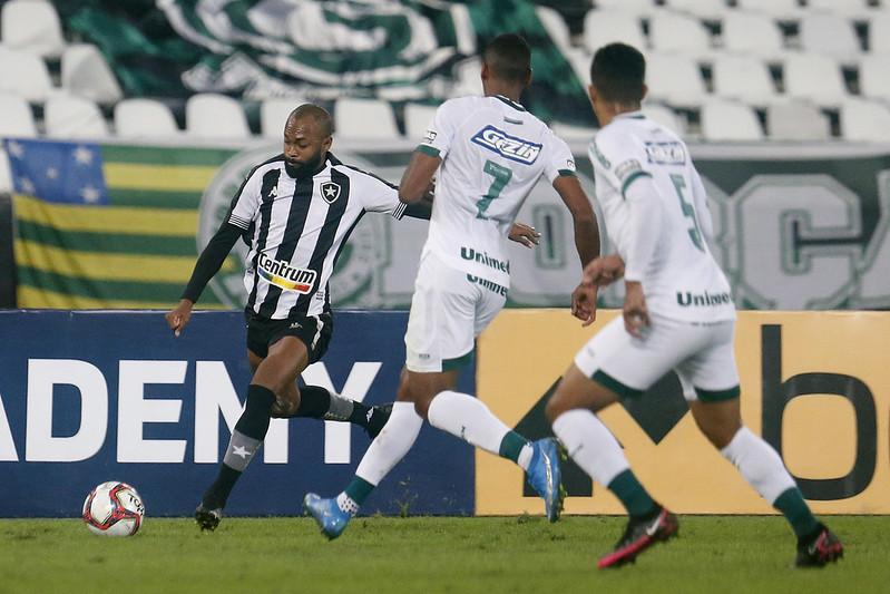 Botafogo perde para o Goiás por 2 a 0 pela Série B