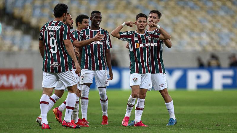 Jogadores do Fluminense comemoram gol sobre o Criciúma na Copa do Brasil