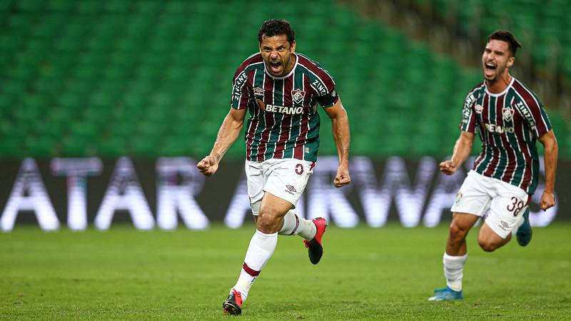 Fred comemora gol de pênalti sobre o Cerro Porteño pela Libertadores