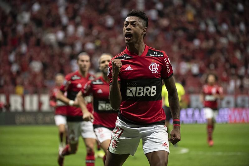 Bruno Henrique comemora gol do Flamengo sobre o Olimpia