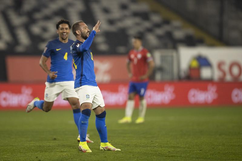 Everton Ribeiro comemora gol pelo Brasil sobre o Chile pelas Eliminatória da Copa do Mundo de 2022, no Catar
