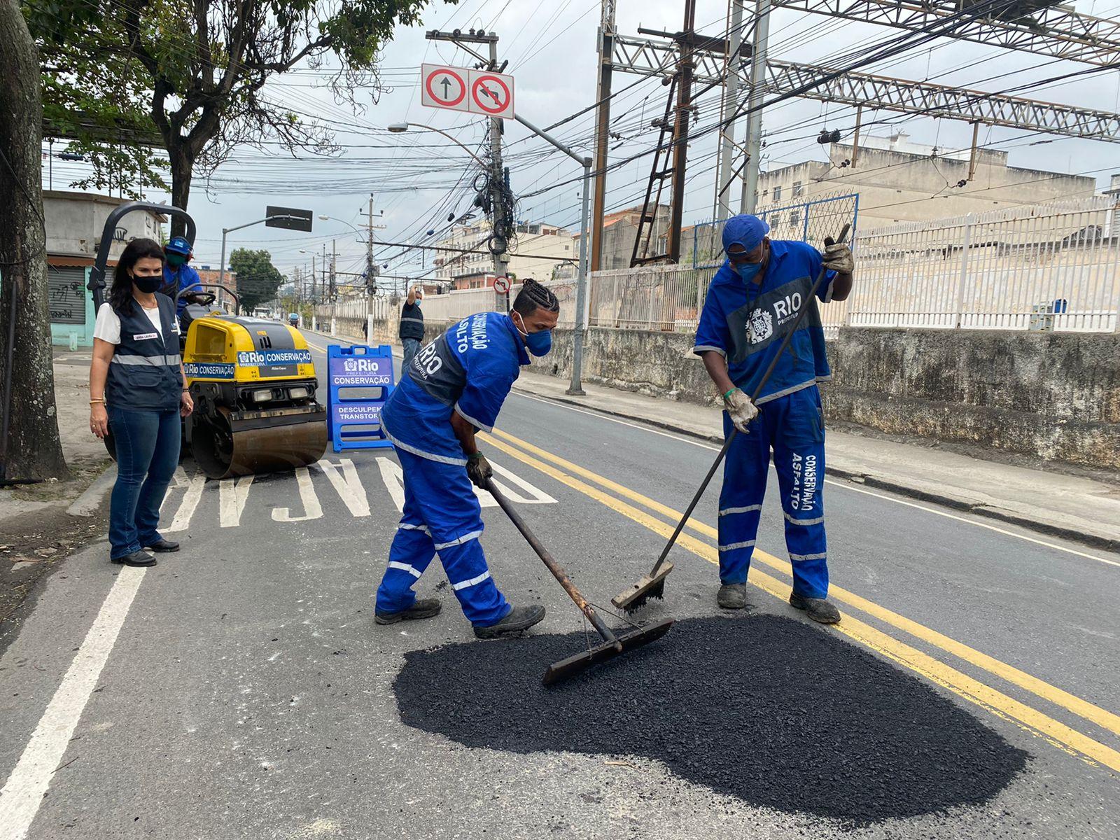 Imagem de homens trabalhando