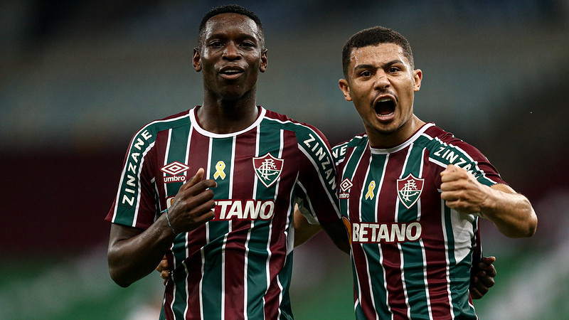 Luiz Henrique e André comemoram gol do Fluminense