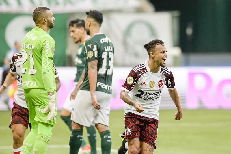 Michael comemora gol contra o Palmeiras