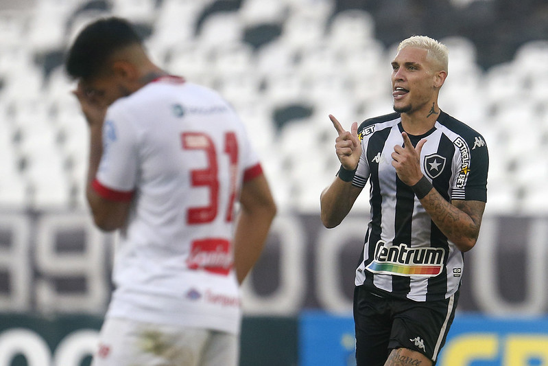 Rafael Navarro comandou a vitória do Botafogo sobre o Náutico