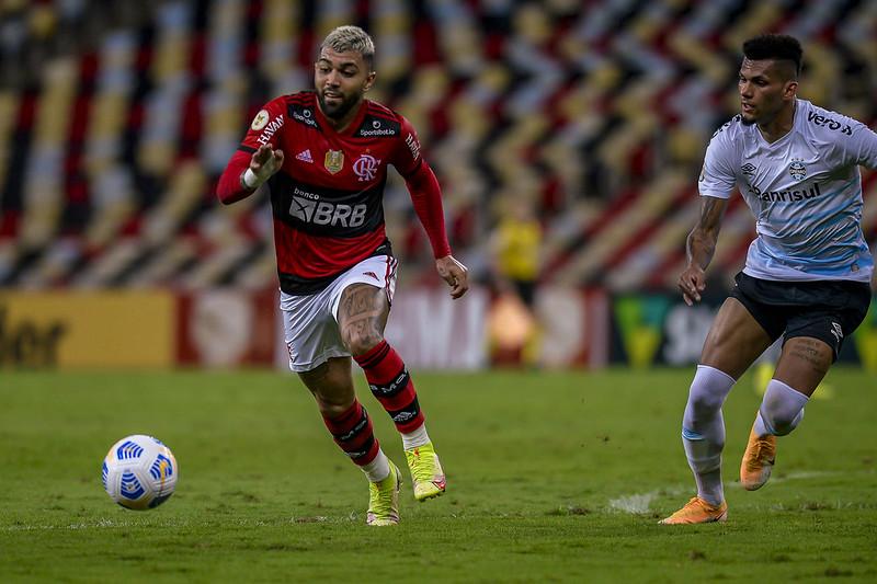 Gabigol em ação contra o Grêmio