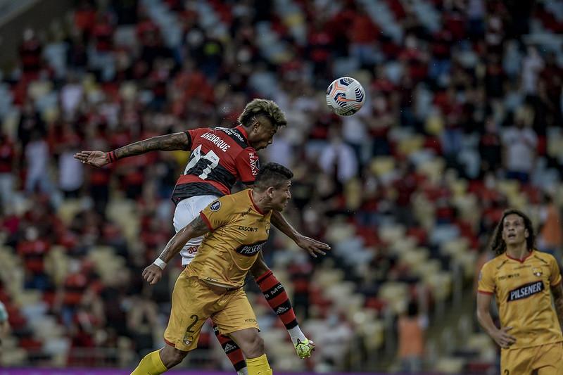 Flamengo vence o Barcelona-EQU por 2 a 0, no Maracanã, pela semifinal da Libertadores