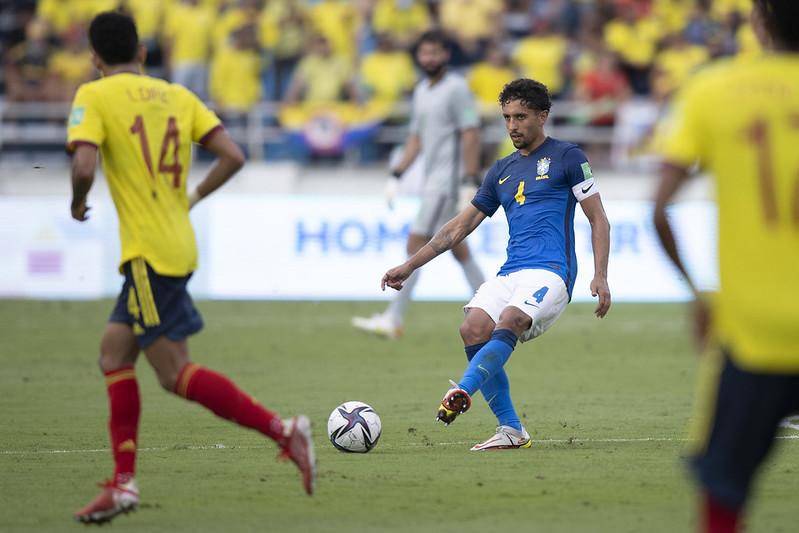 Marquinhos em ação com a camisa da Seleção Brasileira