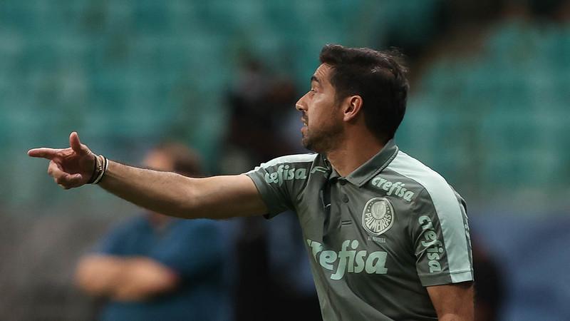 Abel Ferreira orienta o time do Palmeiras