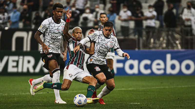 Fluminense perde para o Corinthians por 1 a 0 e acumula três jogos sem vencer e sem marcar no Campeonato Brasileiro