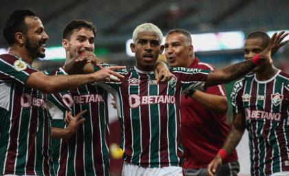 John Kennedy brilha e Fluminense atropela Flamengo no Maracanã
