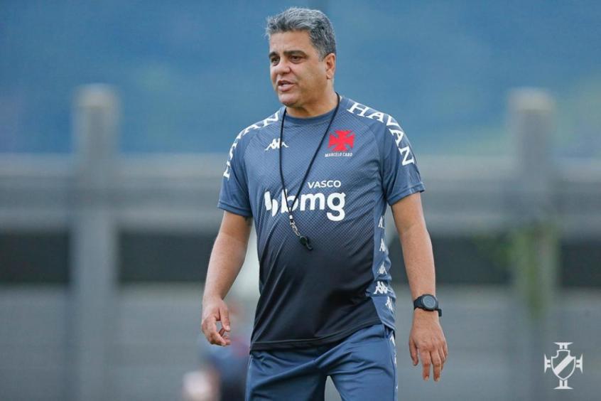 Marcelo Cabo comandando treino pelo Vasco