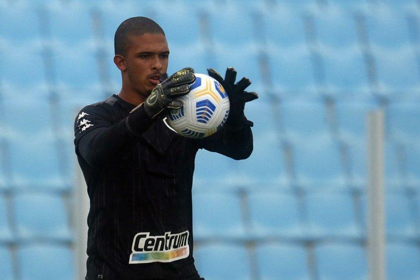 Diego Loureiro em ação durante treino do Botafogo