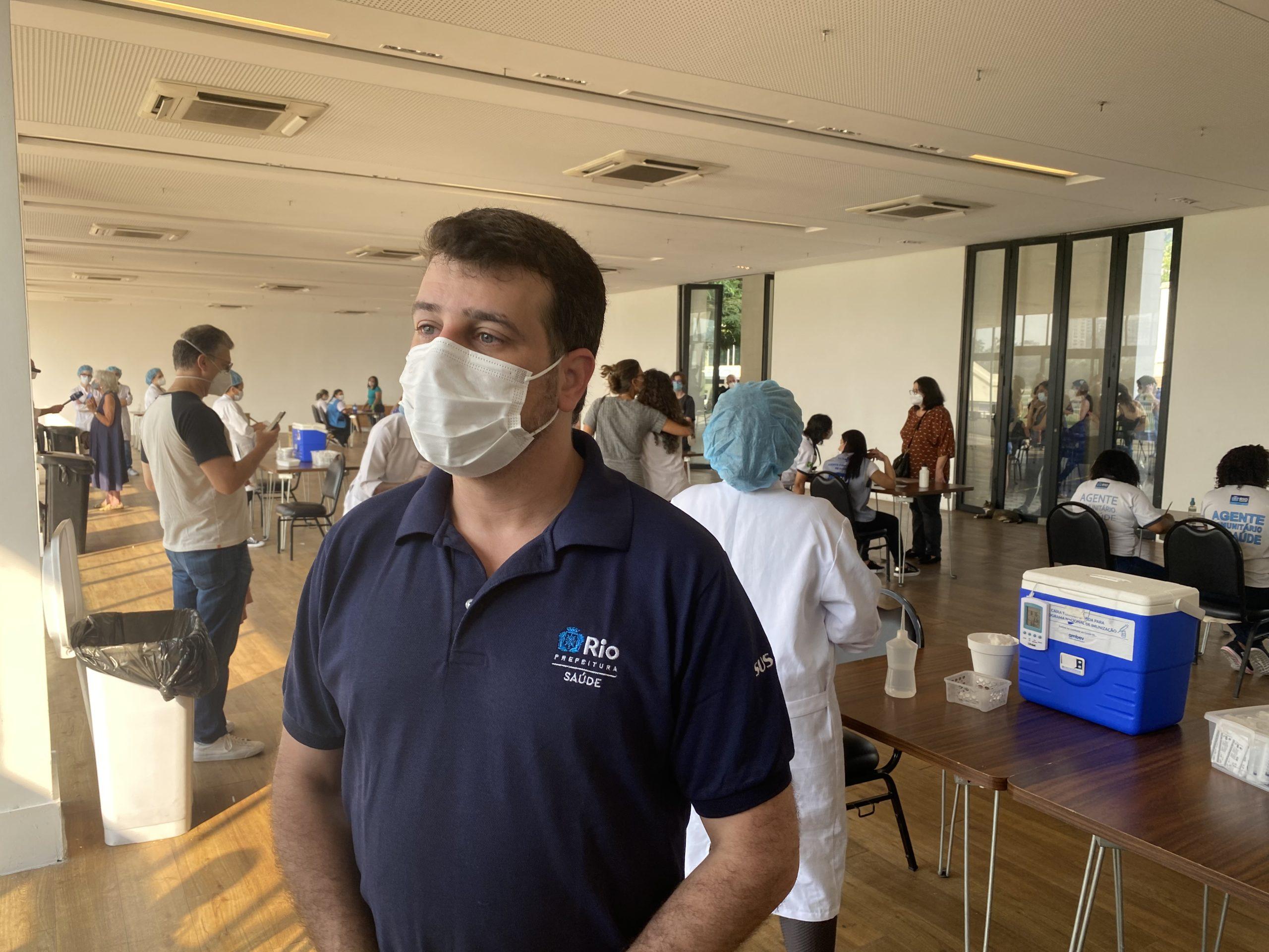 Secretário Municipal de Saúde Daniel Soranz acompanha vacinação nos adolescentes