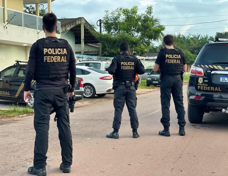 policiais federais na rua